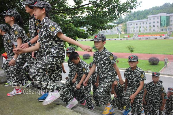 国外学生军事训练一瞥